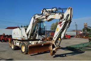 Excavator pe pneuri Case WX 145
