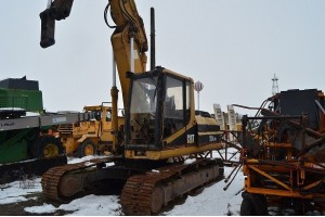 Dezmembrez excavator pe senile CAT 320 LVA