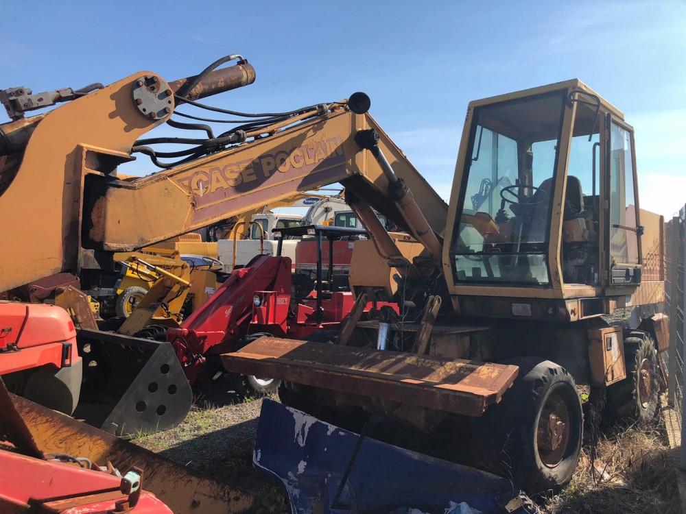 Excavator pe pneuri Case Poclain 888BP
