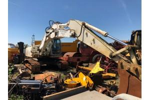 Dezmembrez excavator pe senile New Holland Kobelco E 215B