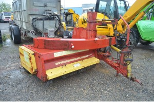 Tocator si curatat pasuni New Holland 339 Double Chop